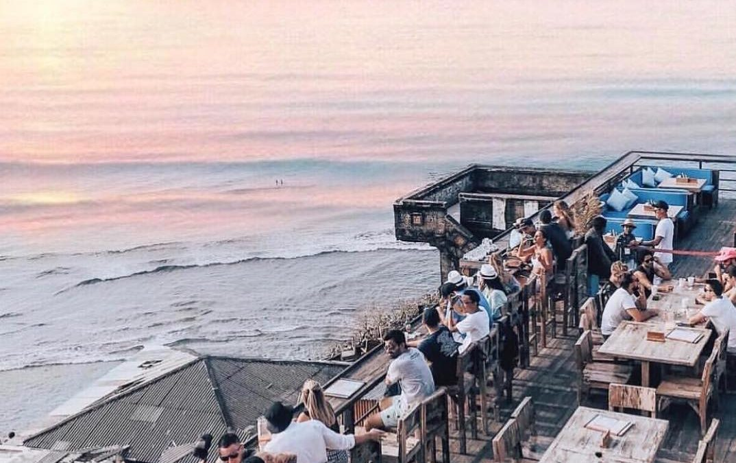 Holiday Blast at Single Fin: Bali Nightlife For Surfers at Uluwatu