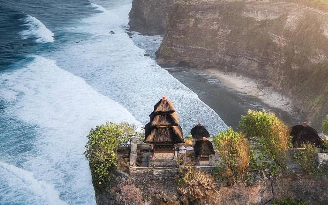 ULUWATU TEMPLE, FIVE AMAZING MOMENTS YOU WILL GET!